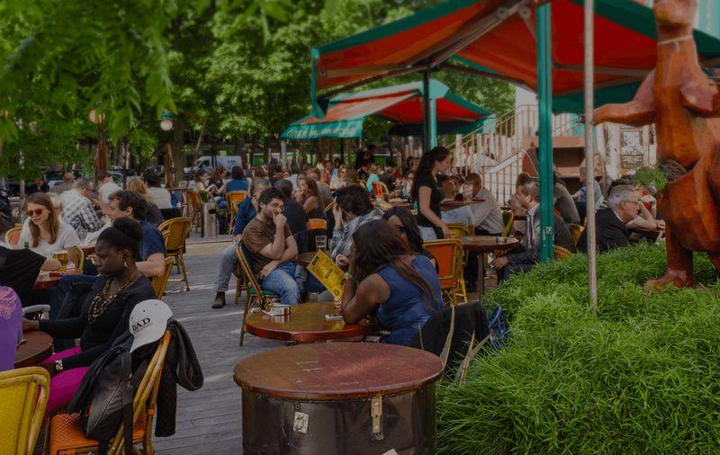 Grande terrasse d'un bar australien à Denfert Rochereau